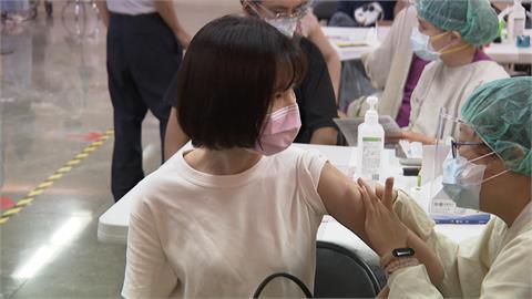 快新聞/第12輪BNT疫苗預約今早開跑 3小時湧86萬多人搶預約完成
