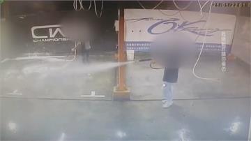 高壓水槍玩不得! 年輕人洗車場內互噴 恐釀傷