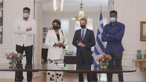字母哥會見希臘總理 母親和弟弟獲頒公民新身分