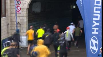 各國跑者頭戴照明燈 地下酒窖拚高下