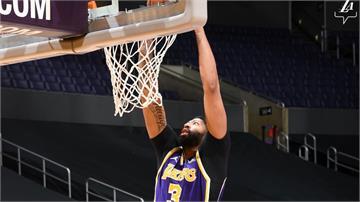 NBA/詹皇、戴維斯合力攻63分!湖人逆轉戰勝灰熊奪7連勝