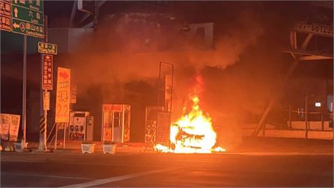 自小客車撞加油站起火燃燒 駕駛當場燒死