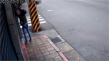 竊賊徒手拔走監視器 另一個鏡頭全程記錄