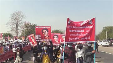緬甸百萬人上街示威 軍方再度開槍鎮壓