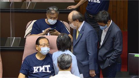 黃國書坦承「曾被迫政治偵蒐」 退出民進黨不再連任