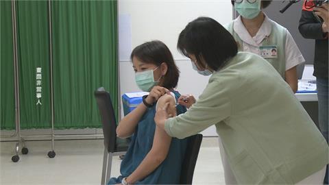 護理師接種AZ引發全身過敏 亞東駁打強心針