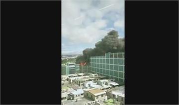 快新聞/蘋果供應商新竹廠房失火 濃密黑煙直竄民眾看傻:燒起來了!味道好重