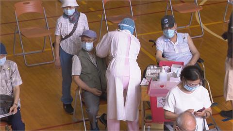 質疑AZ對高齡者的安全性  台大癌醫副院長王明鉅提新質疑 CDC回應了