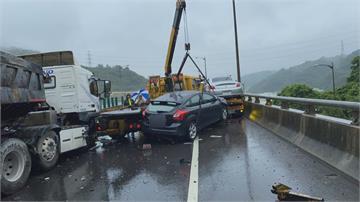 八里台64線 大貨車追撞6車4人傷 兩線道完全封閉