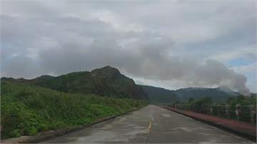 綠島垃圾場突起火 冒大量濃煙、惡臭 居民憂影響健康