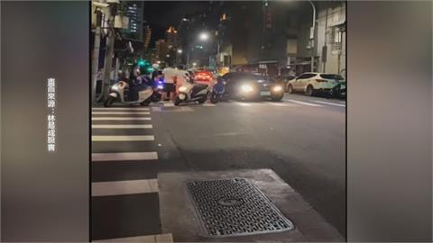 機車、腳踏車騎得靠太近爆口角!各自撂人助陣...警察來更多!