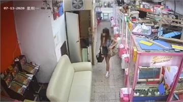 移監視器、破壞鎖頭 女賊潛入娃娃機店倉庫偷竊