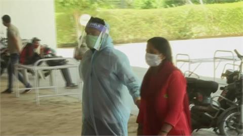 印度武肺疫情大失控 連五日單日新增破全球紀錄