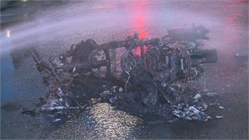 兩車對撞機車起火燃燒成骨架轎車駕駛竟肇事逃逸 警追查