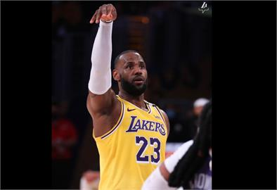 NBA/詹姆斯生涯榮耀無數 首嘗季後賽一輪遊落寞