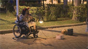 故意在旁抽菸勸不聽 錄影蒐證還被打掉手機身障街頭藝人遭街友騷擾 警:定時巡邏