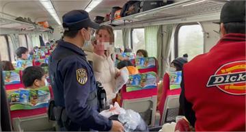 快新聞/看不下去! 外籍女搭火車不戴口罩 遭勸導竟比中指、咆哮罵三字經