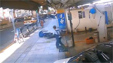 洗車場抹布晾人行道 意外害機車騎士慘摔