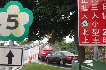 快新聞/中秋連假收假日「國5北上紅通通」 頭城坪林車速僅30公里
