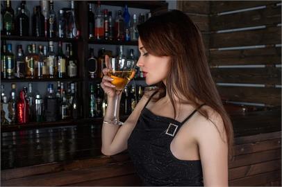 避免外出!美1張表公布37項活動「染疫風險」 去酒吧、音樂會最危險