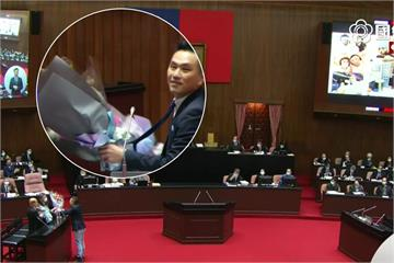 快新聞/獻花給蘇貞昌被蔡正元批噁心 陳以信致歉澄清「不是送給個人」