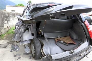 休旅車閃狗 遭後車擦撞 女童甩車外