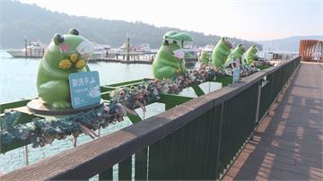 伊達邵碼頭 卡通版九蛙被吐檳榔汁 超沒公德心