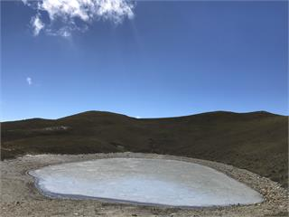 快新聞/「天使的眼淚」嘉明湖冰封了! 凍成絕美灰藍色宛如天然寶石