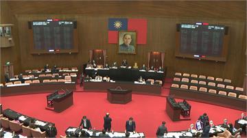 太像國民黨徽 立院通過「內政部需評估改國徽」、「中火燃煤2035除役」