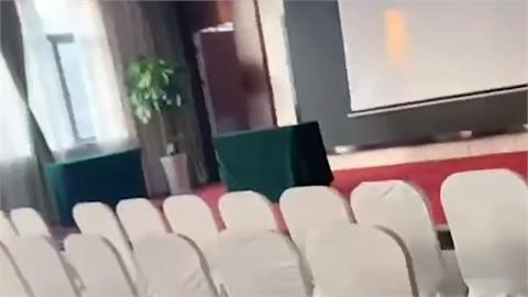 爽住飯店想開窗透氣!旁邊竟是會議室讓她崩潰 網1看笑翻:垂簾聽政房?