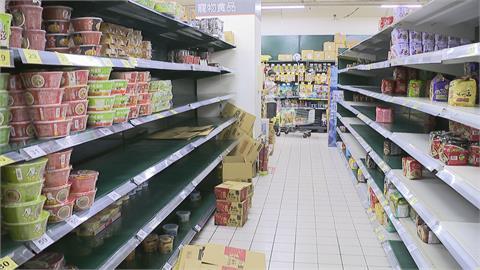 疫情升溫! 防疫三寶賣最好 泡麵乾糧被清光