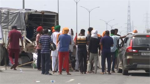 再上街反農改!印度農民集結示威癱瘓交通