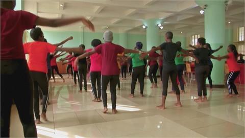 藉由舞蹈與自我對話 非洲剛果性暴力婦女走出陰影