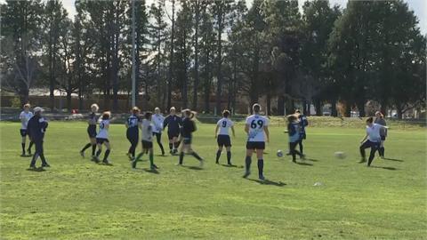 五支球隊全是女性 澳洲女子足球聯盟成立