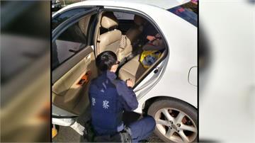 滿月兒反鎖車內!焦急母親報警破窗救人