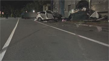 濱海公路凌晨憾事 超速衝撞路旁工廠 兩男駕贓車狂飆   當場噴飛慘死