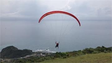 跳傘舒壓飽覽花蓮風景 業者招待40名護理師體驗