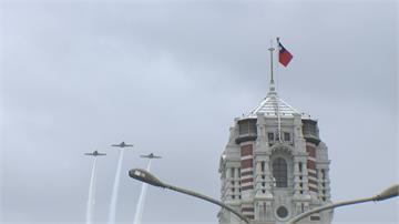 台北天空「轟轟響」解放軍來襲?免驚啦...是國慶軍機府前預演