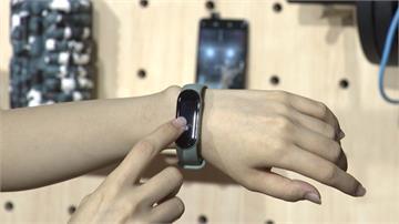 智慧穿戴爆紅!業者推大螢幕、多功能運動手環搶客