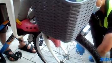 自行車輪「吃腳」!女童哭喊:好痛