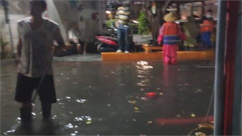 桃園八德僑興新村變威尼斯 淹水50公分...居民:一點都不浪漫