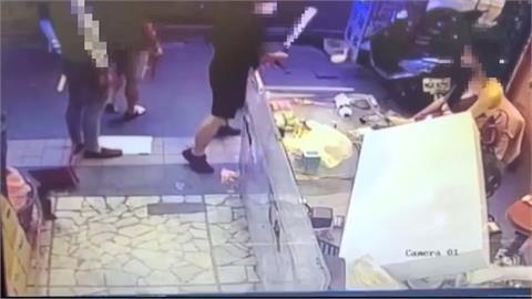 不爽檳榔西施口氣差?10惡狠砸檳榔攤 店家嚇壞報警