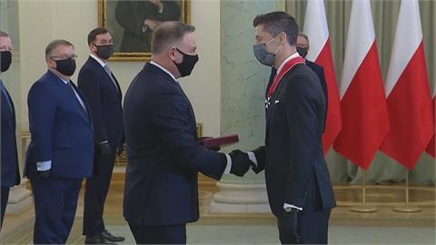 足球/FIFA最佳球員獲國家勳章 葡甲門將一腳進球