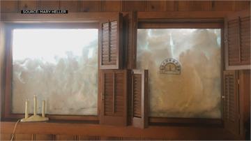 一覺醒來遭雪封!加州一家度假遇暴雪 剷雪出門