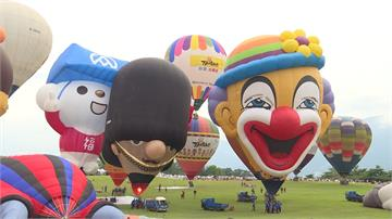 台東熱氣球節結合煙火 3萬民眾共賞光雕秀