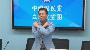 林為州示範秋鬥「反黨國」手勢 被酸先改黨徽
