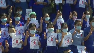 翁山蘇姬律師要求無條件釋放 大批民眾反政變 教師也加入罷工