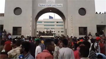 蘇丹民眾上街推翻萬年總統 與軍方對峙