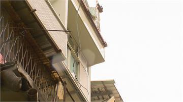 公寓違法蓋「空中閣樓」延遲未拆 又是建管處挨轟  誰在護航?