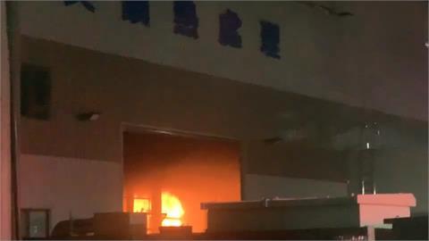 焠火油槽起火!燕巢螺絲廠燃燒伴隨爆炸聲